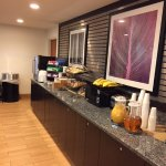 Photo of La Quinta Inn & Suites Detroit Metro Airport