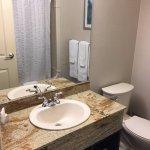 Nottawasaga Inn - Bathroom