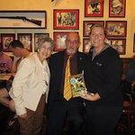 con la manager general y la presidenta de la academia norteamericana de literatura moderna