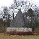Potsdam, Neuer Garten, Eiskeller im Form einer Pyramide