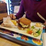 Hamburger bacon 360gr avec une sauce Américaine et une petite salade