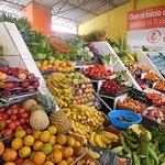Trabajamos Con la mejor y mas fresca Seleccion de Frutas y Legumbres!