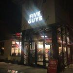 Five Guys resmi
