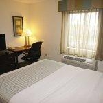 Foto de La Quinta Inn & Suites Boston Somerville