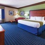 Photo of La Quinta Inn & Suites Shawnee