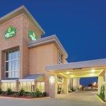 La Quinta Inn & Suites Dallas I-35 Walnut Hill Ln Foto