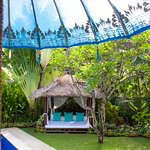 Garden Bale for relaxing by the pool - Divine Package