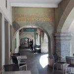L'hôtel est sous les arcades dans le centre historique de Berne
