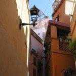 Foto de Alley of the Kiss (Callejon del Beso)