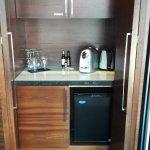 mini fridge, tea coffee...