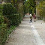 jardin pour accéder à l'entrée du cloître