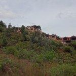 Vista del Hotel desde el sendero ecológico.