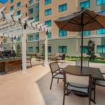 Outdoor Dining & BBQ