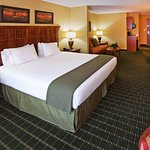 Photo de Holiday Inn Express and Suites Springfield - Downtown