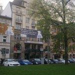 Außenansicht vom Karlsplatz