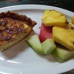 Quiche w/fruit