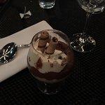 Musse de chocolate francês com chantili com licor Grand Marnier.
