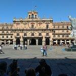 Photo de Salamanca's Plaza Mayor