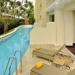 Swim-Out Suite