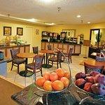 Photo of La Quinta Inn & Suites Oakland - Hayward