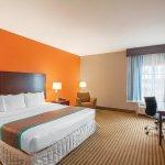 Photo of La Quinta Inn & Suites Houston Bush Intl Airport E