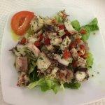 Salade de poulpe et assortiment grill