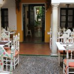 otra foto del patio interior del Restaurante La Cueva