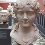 A girls head in Glyptoteket