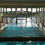 Der Pool: Groß und lichtdurchflutet