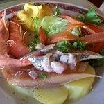 Assiette océane ( truite fumée, crevettes, filets de harengs pommes à l'huile