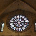 Rosace ; Une cathédrale romane d'architecture et gothique par sa nef. Un bijou !