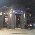 Zorra Bar cuenta con sector techado y mesitas afuera también!