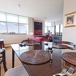 Foto de Lions Gate Suites