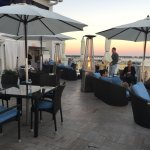 Photo de Spinners Rooftop Revolving Bistro & Lounge