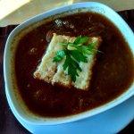 Луковый суп. С размокшими гренками