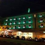 Vista externa do Hotel, com decoração natalina. Novembro de 2017