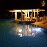 Photo de Sunrise Beach Hotel