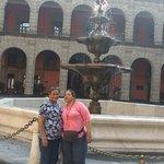 En el palacio mi señora y mi suegra