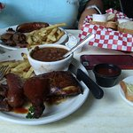 Фотография County Line Barbeque- River Walk