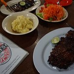 Naughty Nuri's Warung and Grill Foto