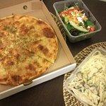 Dino's Pizza Foto