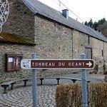 Photo de The Giant's Tomb (Tombeau du Geant)