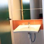 Loge 104 : lavabo handi