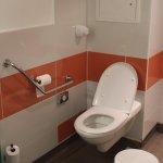 Loge 104 : WC handi