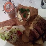 galette Uther, magret canard sauce au poivre, flan courgette