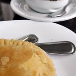 Maravilhoso café com nutella e empada de frango.