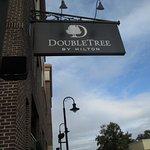 Photo de DoubleTree by Hilton Savannah Historic District