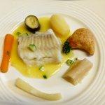 poisson, beurre blanc, petits légumes frais