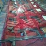 esposizione di pistole