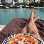 Poolside pizza! Yum!